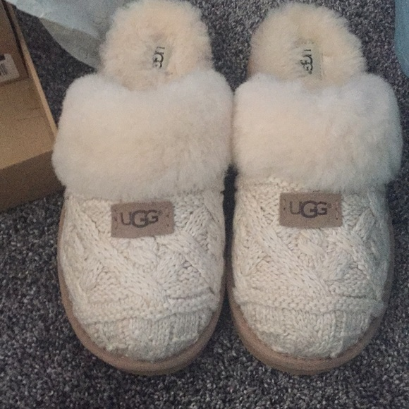 658d79e9207e Fawn UGG Cable Knit sweater slippers w box